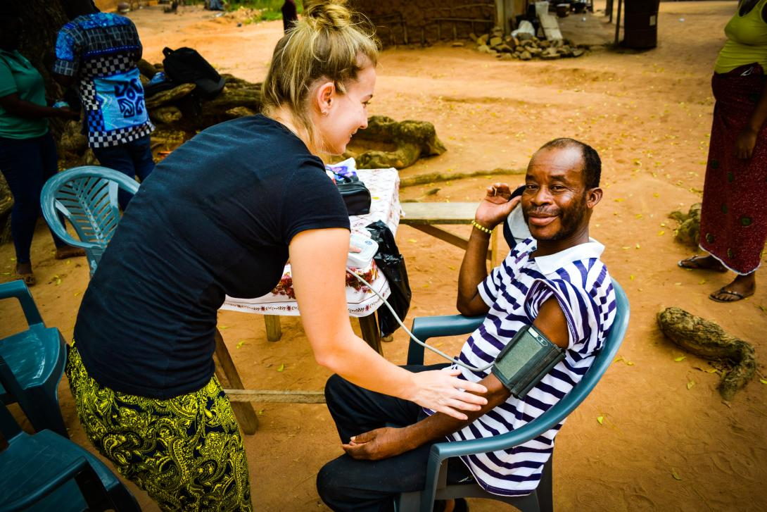 Volunteer in Africa on a medical project in Ghana